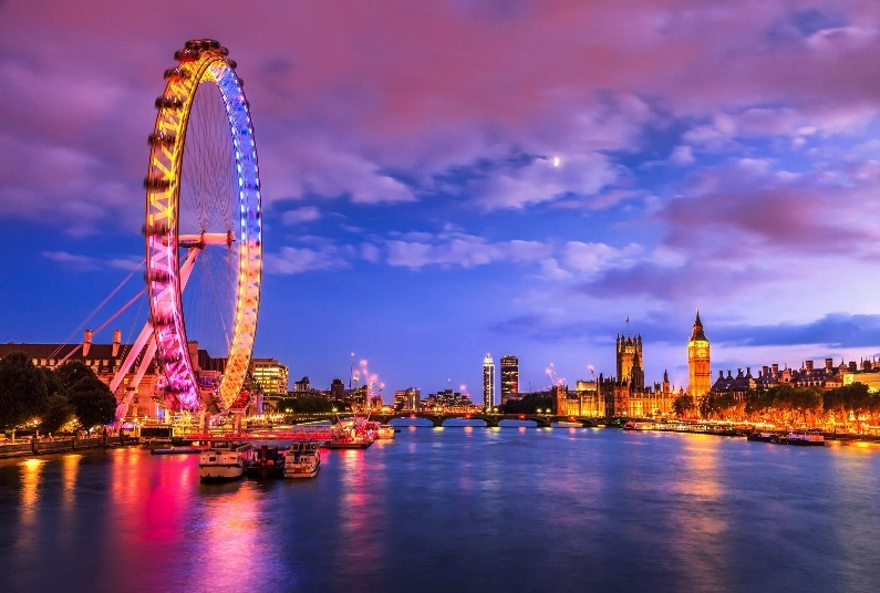 Spend A Special Friday Night In London, 3* Hotel