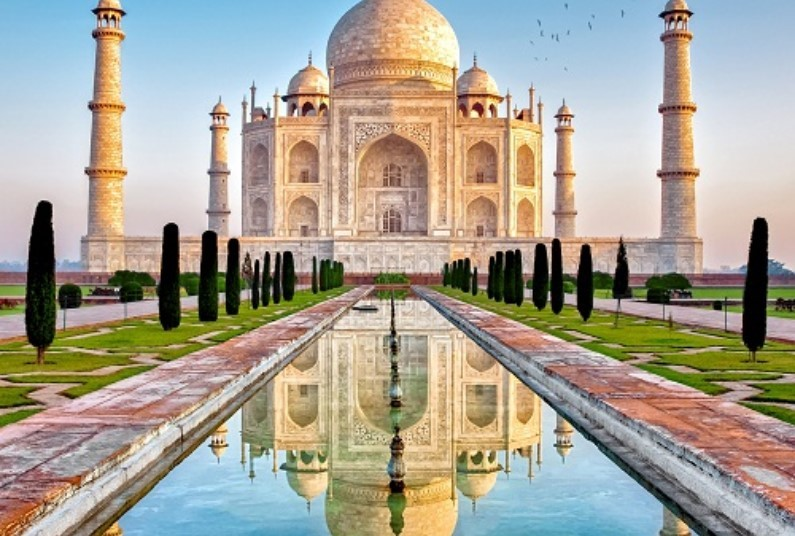 Amazing Whistle-Stop Tour Of India