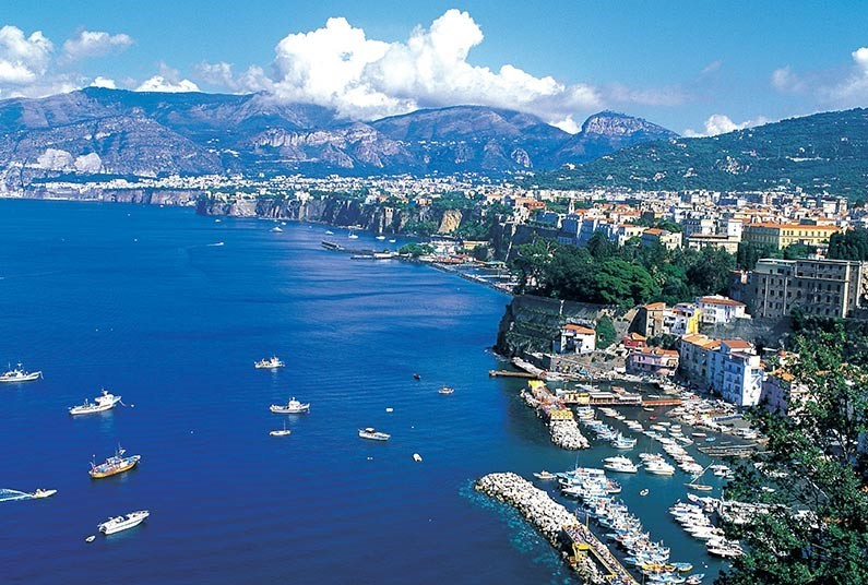 Admire Italy's History and Picturesque Scenery