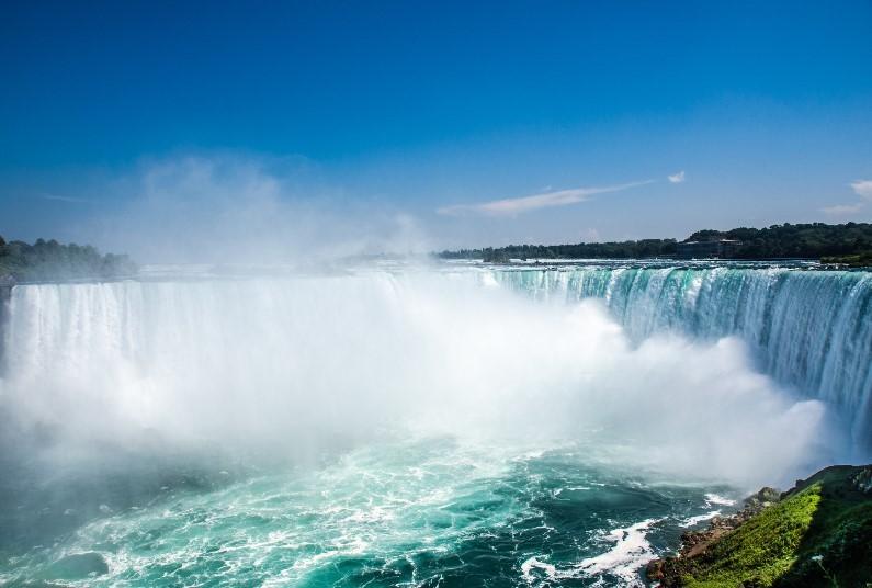 Visit Toronto & Niagara Falls, Save £280 Per Person