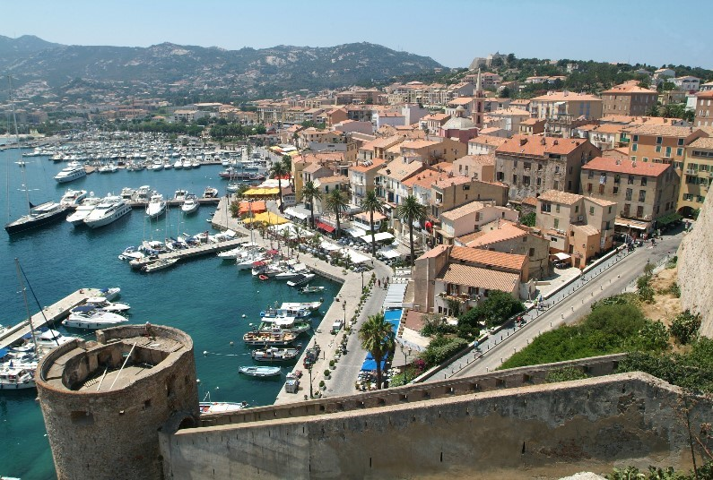 Stay A Few Minutes' Walk From The Beach In Calvi