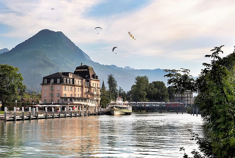 7 night lakes and mountains holiday in Switzerland
