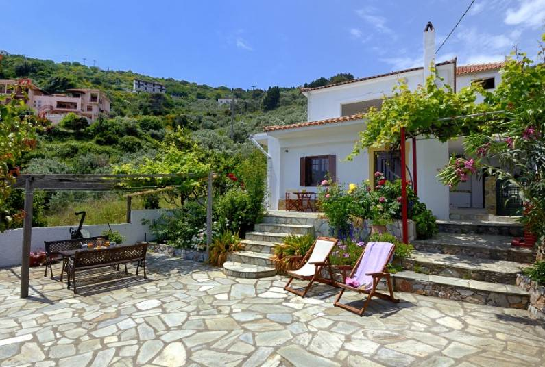 Save up to £100 on a 7 night holiday to Skopelos